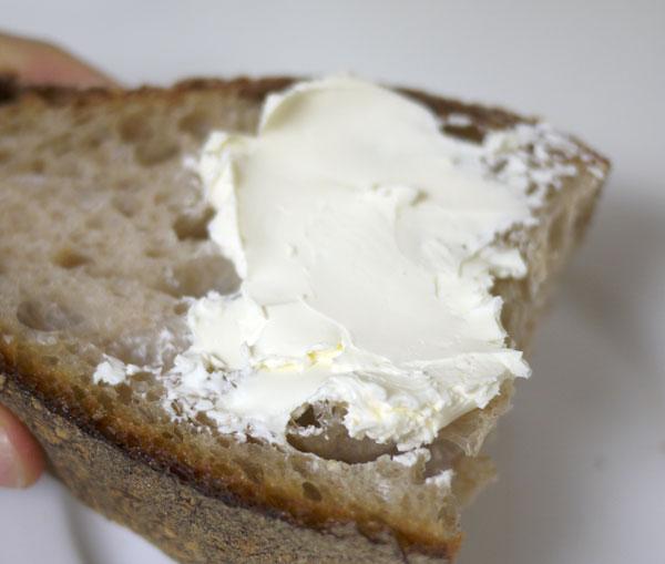 パン・オ・ルヴァン チーズで頂きます