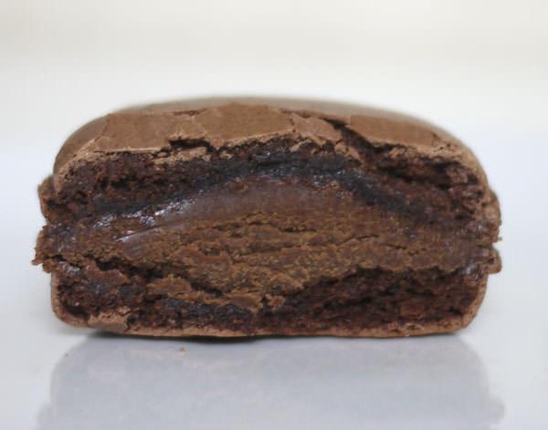 ブーランジェリースドウ マカロンショコラ 断面図