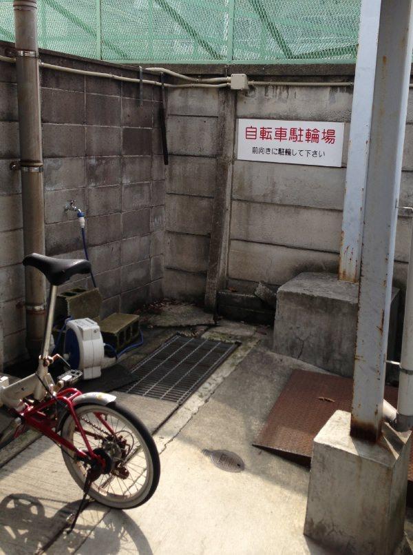 自転車置き場は狭い
