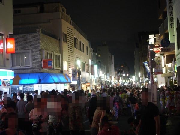 桜新町 サザエさん通りの人混み