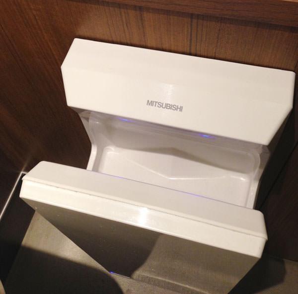 トイレには手を乾かす機械