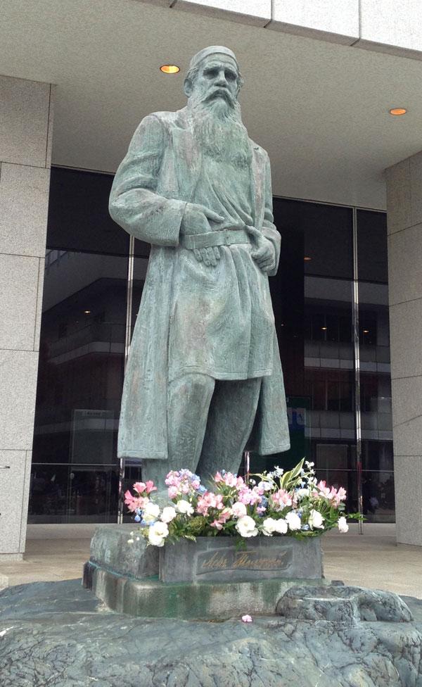 トルストイの銅像