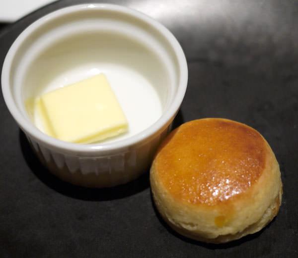 スコーンとバター