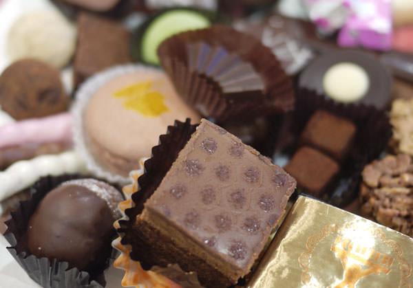 玉川高島屋 チョコレートパーティ チョコレートを山盛りに取った画像