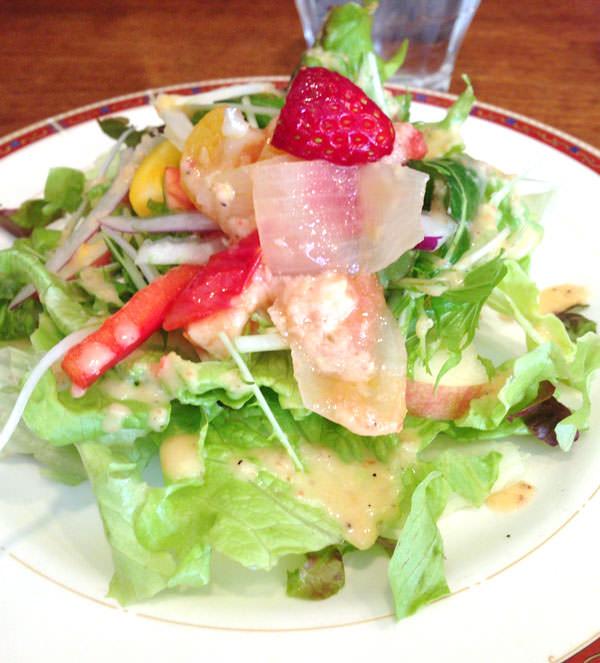 三軒茶屋 ヨーロッパ食堂 ランチの最初にサラダ