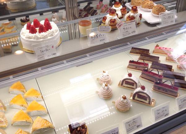三軒茶屋 太子堂 オクトーブル 店内のケーキショーケース