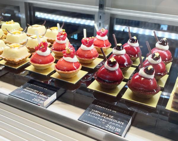 プチケーキは店内でもテイクアウト用に販売されている